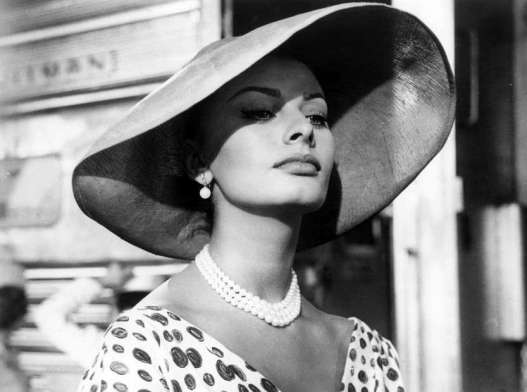 il-cappello-di-sophia-loren-nel-film-that-kind-of-woman